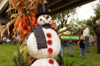 2010 Pumpkin Snowman Topiary Display