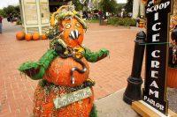 2010 Gourdzilla Pumpkin Topiary Display