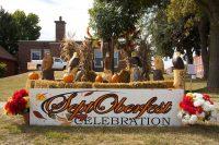 2013 Bald Eagle Topiary Display