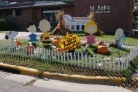2014 Charlie Brown Topiary Display
