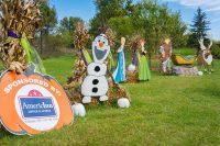 2016 Frozen Topiary Display