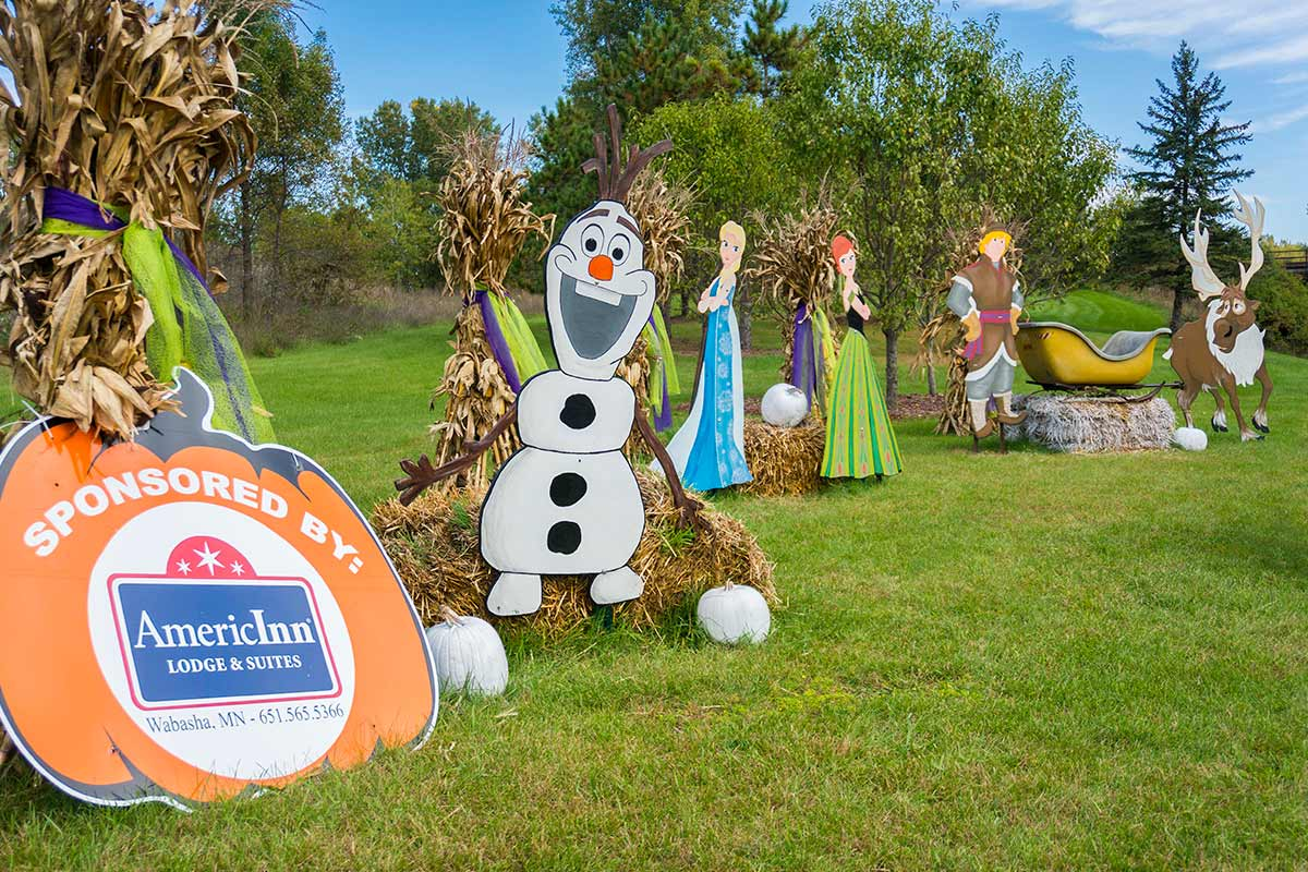 2016 Frozen Topiary Display